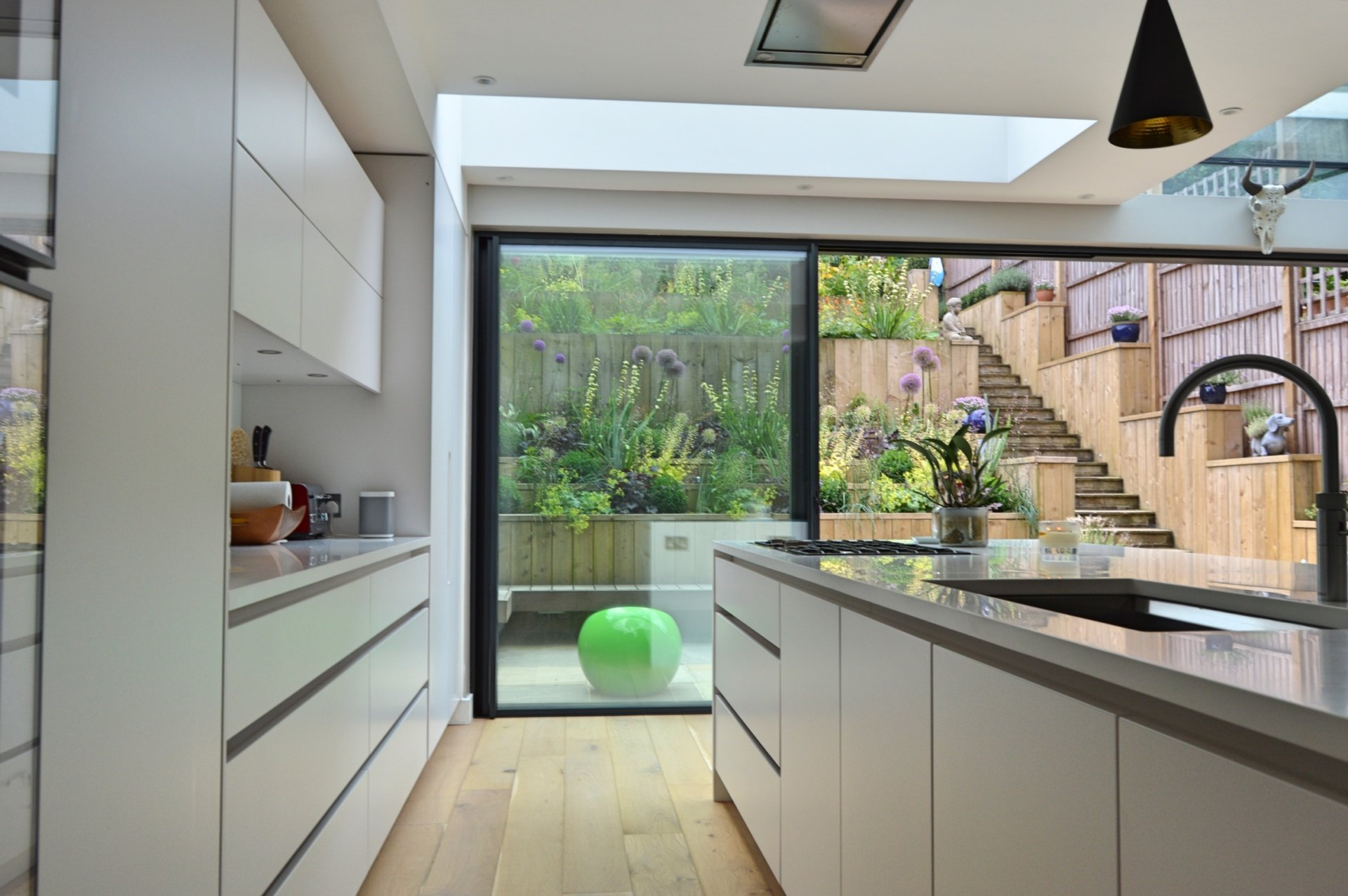 Architect designed rear house extension Highgate Haringey N6 – View to the garden from the kitchen area Highgate, Haringey N6 | Rear house extension